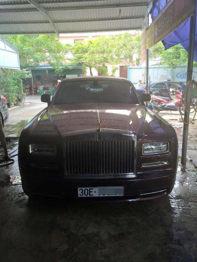 Chiếc Rolls-Royce Phantom Lửa thiêng đeo biển số Hà Nội. Ảnh: Ngọc Tú Trần/Otofun