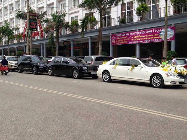 Bộ đôi xe siêu sang trong buổi rước dâu tại Thái Nguyên. Dẫn đầu là Maybach 62S, theo sau là Rolls-Royce Phantom.