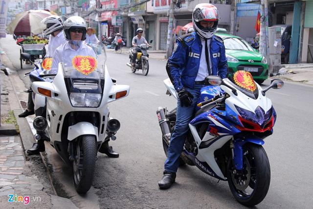 Cặp đôi Honda ST1100 và Suzuki GSX-R1000.