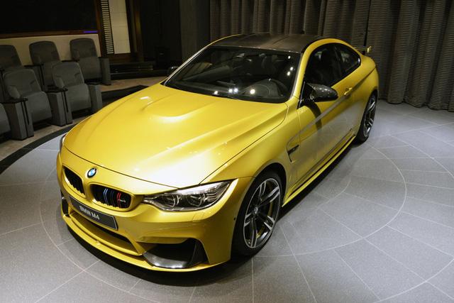 BMW chi nhánh Abu Dhabi luôn khiến người ta phải bất ngờ với những chiếc xe độc đáo. Một trong số đó có chiếc BMW M4 màu vàng Austin Yellow.