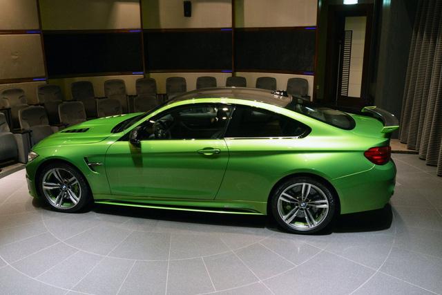 <br /> Được biết, riêng màu sơn Java Green trên chiếc BMW M4 Coupe đã có giá 5.000 USD, tương đương 113,6 triệu Đồng. Tuy nhiên, đây chưa phải là màu sơn đắt nhất do BMW Individual đưa ra. Trước đó, màu sơn bạc Pure Metal Silver của BMW từng gây choáng với giá 8.000 Euro, tương đương 193 triệu Đồng.<br />