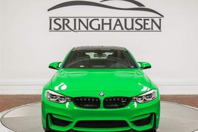 Được biết, màu sơn xanh nõn chuối của chiếc BMW M4 có tên riêng là Signal Green.