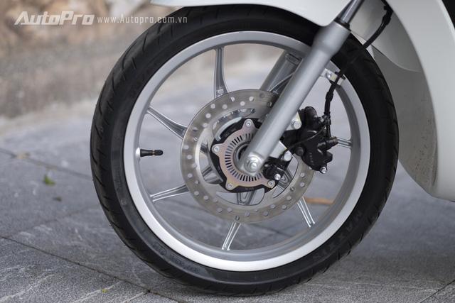 Phanh đĩa bánh trước cùng cảm biến tốc độ vòng quay - một phần không thể thiếu của hệ thống chống bó cứng phanh A
