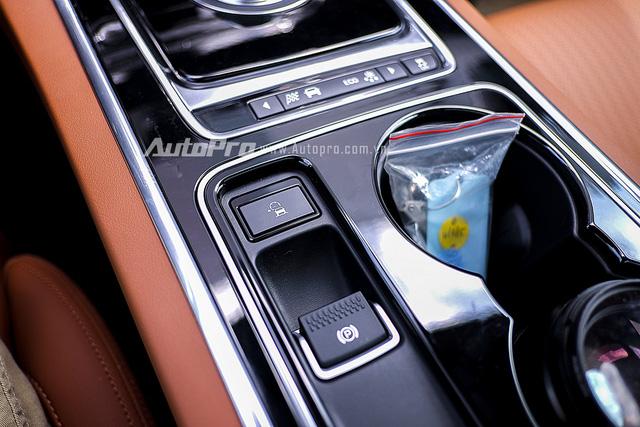 Nút kích hoạt tính năng ASPC đặt p trên phanh điện tử của xe.