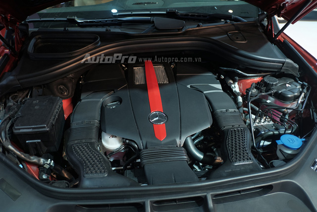 GLE 450 AMG Coupe được trang bị khối động cơ V6, dung tích 3.0 lít, tăng áp kép, sản sinh công suất cực đại 367 mã lực, mô-men xoắn cực đại 520 Nm tại 1.800 vòng/phút. Bên cạnh những tính năng an toàn cơ bản như ESP, Pre-Safe, ABS/BAS, Attention Assit. GLE mới trang bị tiêu chuẩn hệ thống hỗ trợ phòng ngừa va chạm CPA Plus, giúp người lái ngăn chặn hoàn toàn hoặc giảm thiểu hệ quả của việc va chạm với xe phía trước nhờ vào chức năng hỗ trợ tự động giảm tốc.