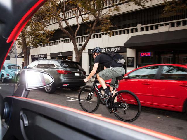 Chiếc xe có tầm nhìn tốt, thiết kế nhỏ nhắn dễ xoay xở trên bất kỳ con phố đông nào.