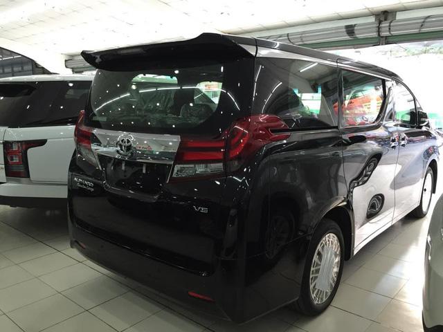 Tại thị trường Thái Lan, Toyota Alphard 2016 phiên bản V6 có giá 4,649 triệu Baht, tương đương 2,9 tỷ Đồng. Về Việt Nam, mẫu MPV cao cấp này có giá bán tham khảo từ 4 tỷ Đồng.