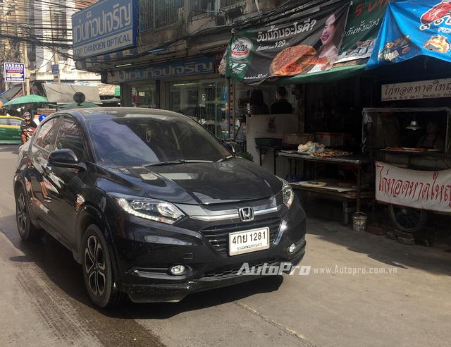 ' Mẫu xe SUV cỡ nhỏ HR-V cực hot của Honda chưa thấy hẹn ngày xuất hiện tại Việt Nam. Trong khi đó, tại Thái Lan, Honda HR-V đã trở thành mẫu xe quen thuộc trên đường. '
