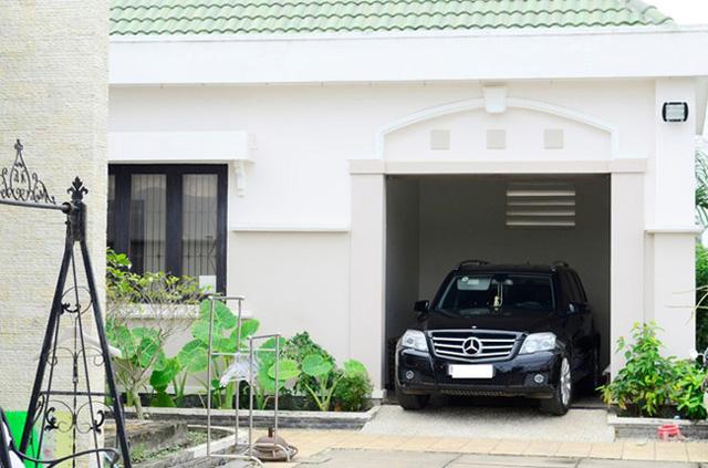 Garage ô tô cần là nơi dẫn ngay ra cổng để tránh việc phải lái lòng vòng khi ra/vào.