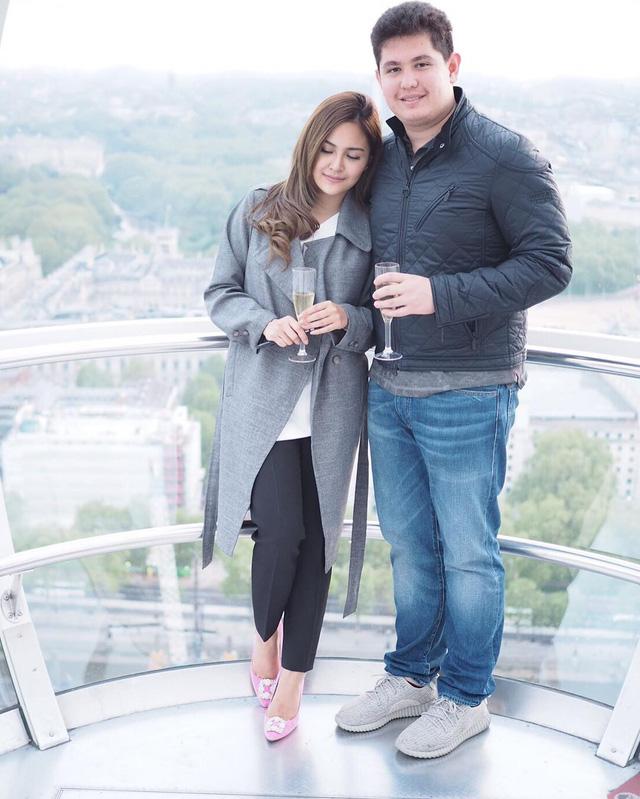 Chân dung thiếu gia Thái Lan và bạn gái.