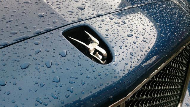 Một số nguồn tin cho biết những chiếc xe siêu sang và siêu xe được mua và làm thủ tục từ trước thời điểm thuế TTĐB thay đổi. Tuy nhiên, xe được đưa về sau 1/7 và sẽ được bán với cách tính mới.