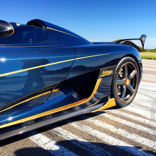 Trên thân xe là hàng loạt chi tiết bằng vàng lá 18K.
