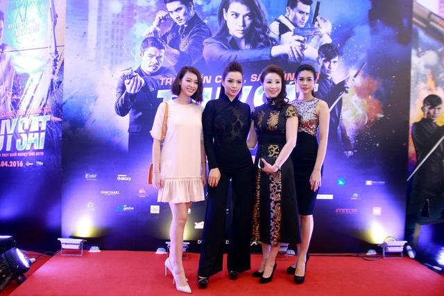 Top 10 Hoa hậu Việt Nam Trương Tùng Lan, cựu người mẫu Thuý Hằng và nữ hoàng trang sức Lô Hương Trâm cùng nhau đến xem buổi công chiếu bộ phim Truy Sát.