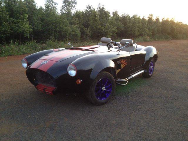 Và sau 6 tháng thi công đã được tạo dáng thành mẫu xe thể thao Shelby Cobra 427