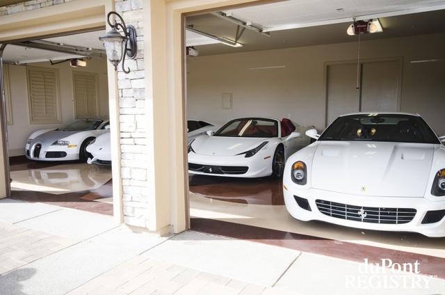 Bộ sưu tập siêu xe của Floyd nổi bật với những cái tên như Bugati Veyron, Ferrari 458 Italia hay Ferrari 599 GTB.