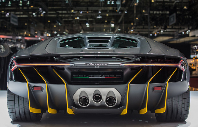 Lamborghini Centenario Coupe nhìn từ phía sau