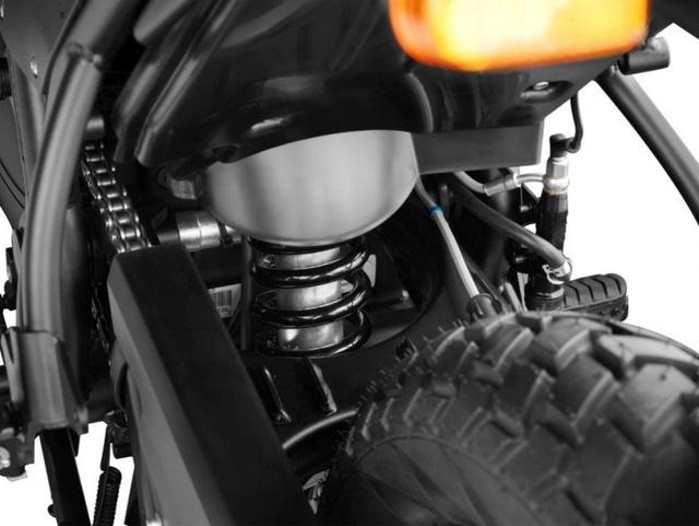 Hãng Royal Enfield đã mua lại nhãn hiệu Harris Performance vào năm ngoái. Nhờ đó, Royal Enfield có thể tận dụng kinh nghiệm 30 năm sản xuất khung mô tô hiệu suất cao và xe đua của Harris Performance.