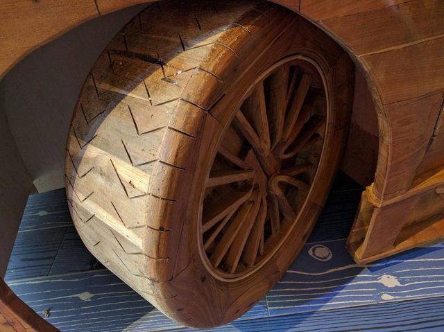 Như đã biết, chiếc Bugatti Veyron SuperSport bằng gỗ này được chế tạo tại một xưởng chế tác ở Boyolali thuộc địa phận Central Java, Indonesia, theo đơn đặt hàng từ một nhà sưu tập người Đức.