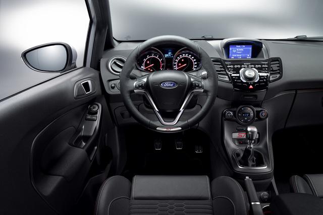 ' Ford Fiesta ST thực sự là một mẫu xe được các khách hàng và nhà phê bình yêu thích. ST200 sẽ đưa Ford Fiesta ST lên một tầm cao mới về công suất động cơ và khả năng vận hành, ông Joe Bakaj, phó chủ tịch mảng phát triển sản phẩm của Ford châu Âu, khẳng định. '