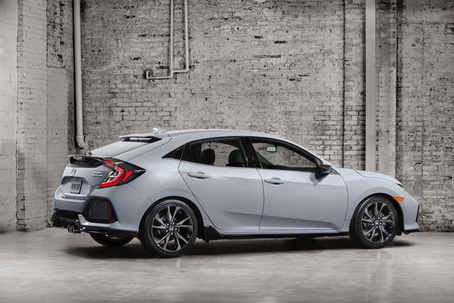 Honda Civic Hatchback 2017 sẽ có mặt ở các đại lý vào tháng 9 tới tại Mỹ 3