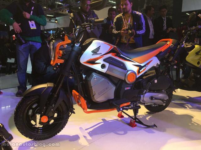 Nhìn bề ngoài, Honda Navi rất nhỏ nhắn và gợi liên tưởng đến người anh em MSX125. Có thể nói, Honda Navi giống sự kết hợp giữa mô tô và xe adventure.