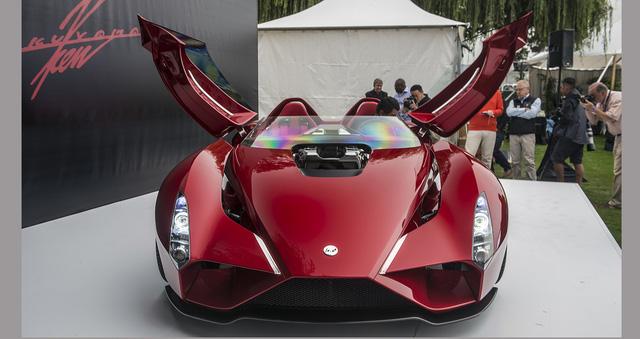 Chưa hết, siêu xe chung cha đẻ với Ferrari Enzo còn chỉ nặng 1.451 kg. Như vậy, so với Ferrari 599 GTB Fiorano, Kode57 nhẹ hơn 300 kg. Với những thông số trên, Kode57 có thể sở hữu thông số vận hành ấn tượng không kém Ferrari F12 Berlinetta.