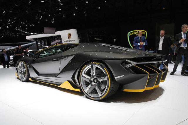 Phần thân vỏ của Lamborghini Centenario không chỉ đơn thuần được cải tiến để trông hầm hố hơn. Bên cạnh đó, phần thân vỏ của Lamborghini Centenario còn có thiết kế khí động học hơn.