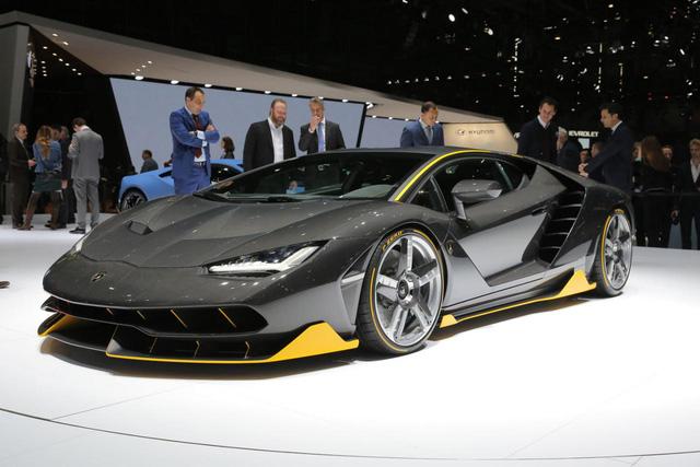 Đúng như thông tin từ trước đó, Centenario là siêu xe ra đời để kỷ niệm 100 năm ngày sinh của nhà sáng lập Ferrucio Lamborghini. Đây đồng thời cũng là siêu xe Lamborghini mạnh nhất từ trước đến nay.