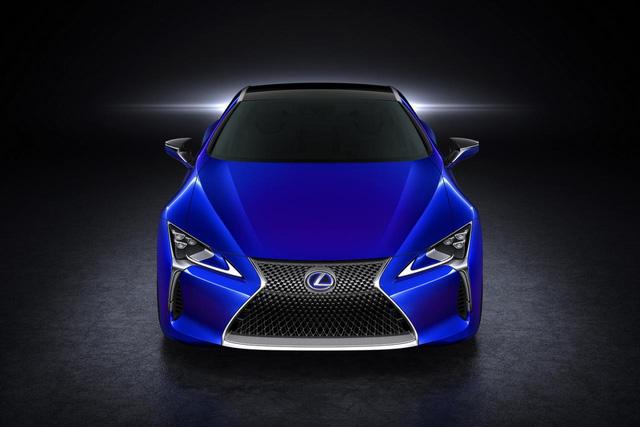 Kết hợp với nhau, động cơ xăng và mô-tơ điện giúp Lexus LC 500h có công suất tối đa 354 mã lực. Nhờ đó, Lexus LC 500h có thể tăng tốc từ 0-100 km/h trong thời gian chưa đến 5 giây. Với hệ thống Multi Stage Hybrid System, sức mạnh động cơ được truyền tới cầu sau.