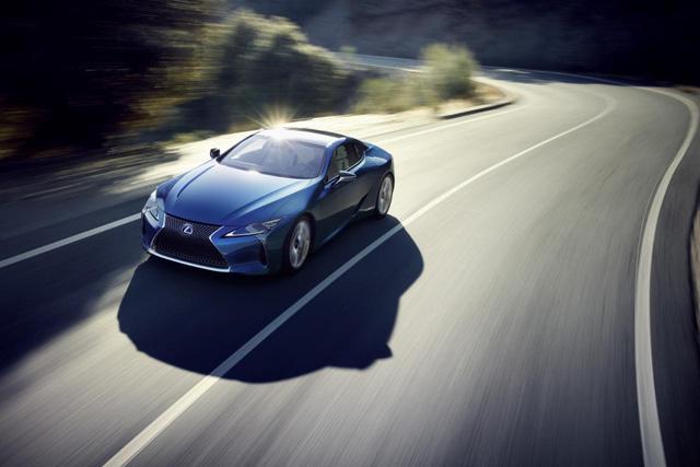 Hãng Lexus đã tung ra những thông tin chi tiết của mẫu xe thể thao thân thiện với môi trường LC 500h hoàn toàn mới. Đây là mẫu xe dự kiến sẽ chính thức trình làng trong triển lãm Geneva 2016 sắp diễn ra vào tháng 3 tới.
