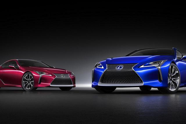 Lexus LC 500h trên thực tế là phiên bản hybrid của LC 500 từng lần đầu ra mắt trong triển lãm Detroit 2016 diễn ra vào hồi tháng 1 vừa qua.