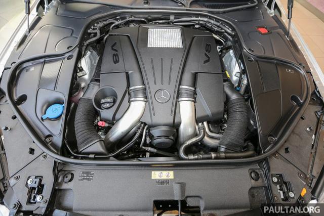 Bên dưới nắp capô của Mercedes-Maybach S500 là khối động cơ V8, Biturbo, dung tích 4,7 lít, sản sinh công suất tối đa 455 mã lực và mô-men xoắn cực đại 700 Nm. Khác với S-Class tiêu chuẩn, Mercedes-Maybach S500 sử dụng hộp số tự động 9G-Tronic 9 cấp mới.