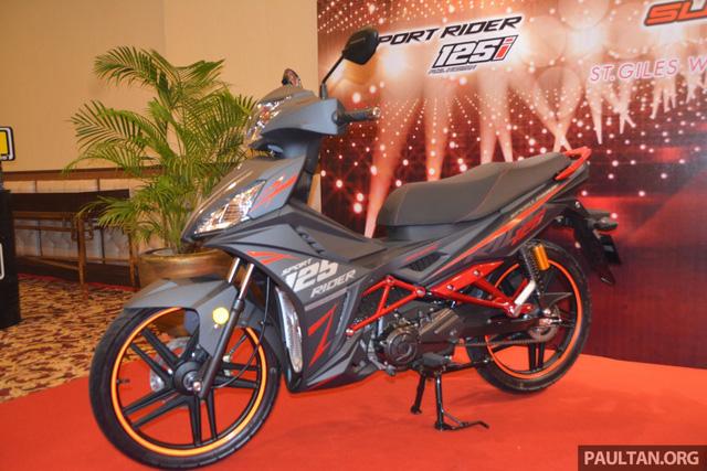Trong khi đó, SYM Sport Rider 125i phiên bản đặc biệt màu đen mờ có giá 5.570 RM, tương đương 30,78 triệu Đồng. Xe được bảo hành 3 năm hoặc 30.000 km, tùy điều kiện nào đến trước.