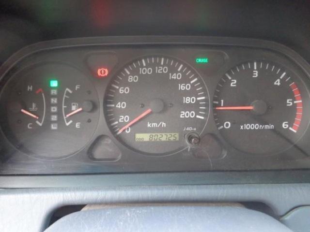 Con số tổng quãng đường 802.725 km hiển thị trên đồng hồ của chiếc Toyota Land Cruiser.