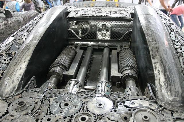 Khoang động cơ của Bugatti Veyron