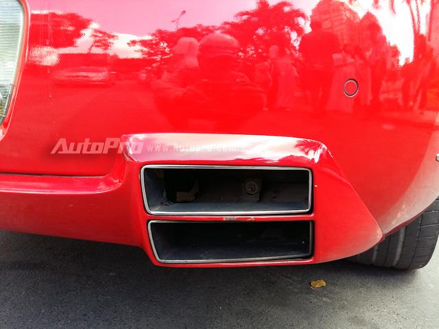 Thay cho cặp ống xả hình oval, chiếc Bentley Continental GT Speed này lại được độ ống xả hình chữ nhật 2 tầng lạ mắt.