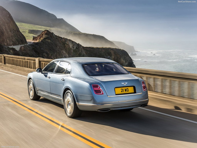 Chiếc xe nặng tới hơn 2,7 tấn có thể tăng tốc lên 100 km/h trong 5,1 giây.