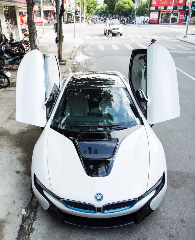 Được biết đây là chiếc BMW i8 thứ 3 tại Đà Nẵng.