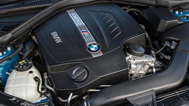 Vì sao không sử dụng động cơ 4 xy-lanh? BMW i8 sử dụng động cơ 3 xy-lanh, dung tích 1.5L, tạo nên 231 mã lực (khi chưa sử dụng thêm động cơ điện). Vì vậy, nếu như trên cơ sở đó, BMW M2 sử dụng động cơ bốn xy-lanh, thì sức mạnh của chiếc xe này trên lý thuyết có thể lên đến 308 mã lực. Nhưng các kỹ sư của dòng M-power đã khẳng định họ muốn sử dụng động cơ 6 xy-lanh cho BMW M2. Lý do đầu tiên là mang tính thị trường cao hơn khi AMG đã sử dụng động cơ 4 xy-lanh cho A45. Hai là lắp ráp động cơ 6 xy-lanh cho M2 sẽ dễ dàng hơn so với động cơ 4 xy-lanh được nâng cấp.