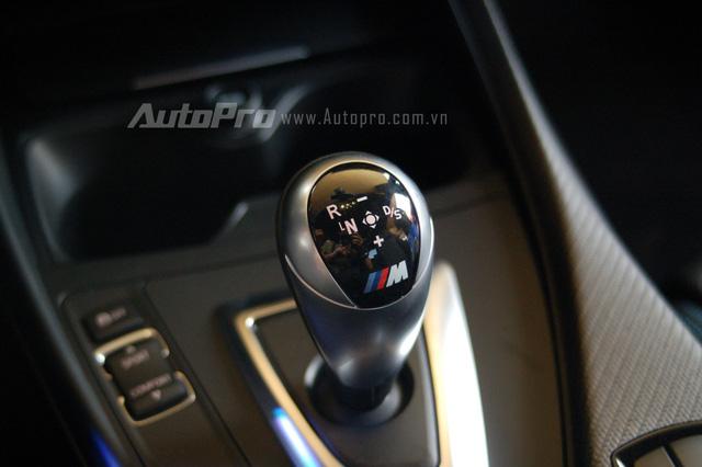 Động cơ mạnh mẽ kết hợp cùng hộp số tự động 7 cấp ly hợp kép, giúp M2 Coupe tăng tốc từ 0-100 km/h chỉ trong vòng 4,2 giây. Vận tốc tối đa được giới hạn điện tử ở mức 250 km/h.