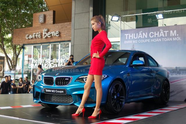 Vào sáng nay, ngày 18/6, đại diện Euro Auto đơn vị phân phối dòng xe BMW chính hãng tại thị trường Việt Nam đã giới thiệu đến các khách hàng Việt mẫu xe thể thao mới, thuộc dòng M Series danh tiếng là BMW M2 Coupe.