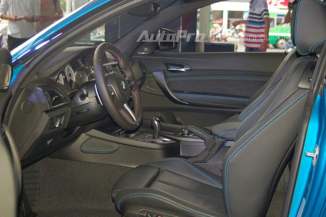 BMW M2 Coupe được trang bị dàn âm thanh 12 loa cao cấp của Harman Kardon.