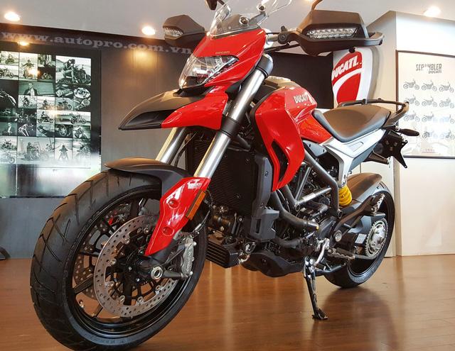 Cận cảnh Ducati Hyperstrada 939 với giá bán 500 triệu Đồng.