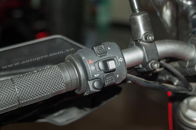 Ngoài ra, bộ đôi Ducati Hypermotard 939 và Hyperstrada 939 còn có 3 chế độ lái khác nhau là Sport, Touring và Enduro, thông qua hệ thống điều khiển van bướm ga điện tử mới.