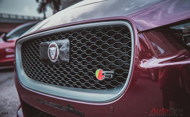 So với phiên bản XE thường, XE-S có lưới tản nhiệt mới với hốc gió to hơn nhằm tăng lượng khí làm mát động cơ và phanh, ngoài ra cũng khiến chiếc xe trở nên ngầu hơn.