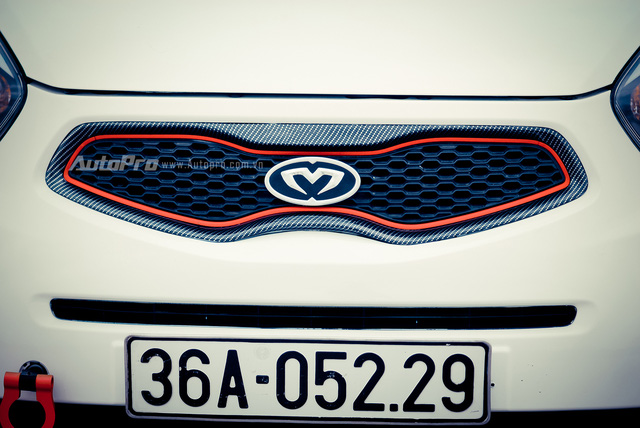 '' Các chi tiết ngoại thất của xe được sơn vân carbon tạo cảm giác thể thao hơn. ''