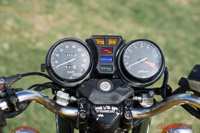 Nhiều chi tiết trên xe chưa được hoàn thiện do thời gian khá gấp gáp. Chàng biker 9x Hà thành cho biết anh sẽ tiếp tục chỉnh sửa tới khi chiếc xe ưng ý.