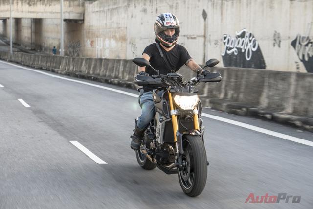 Tại Việt Nam, Yamaha MT-09 không được phân phối chính hãng mà phải mua từ các cửa hàng tư nhân với mức giá khoảng 350 triệu Đồng.