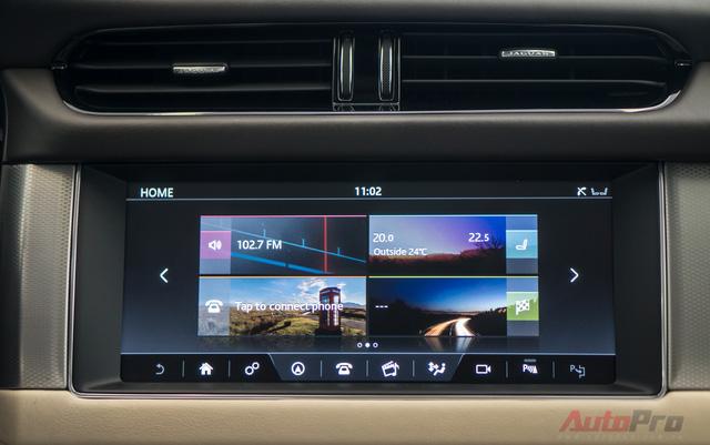 Màn hình cảm ứng 10.2 inch với hàng loạt chức năng hiển thị camera trước, sau, 360 độ, nhiệt độ, bản đồ full màn hình, kết nối điện thoại,...