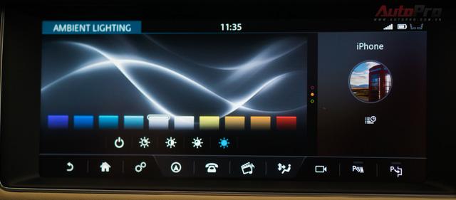 Jaguar XF cho người dùng tùy chọn màu sắc của đèn nội thất với dải màu tùy chọn từ lạnh sang nóng.